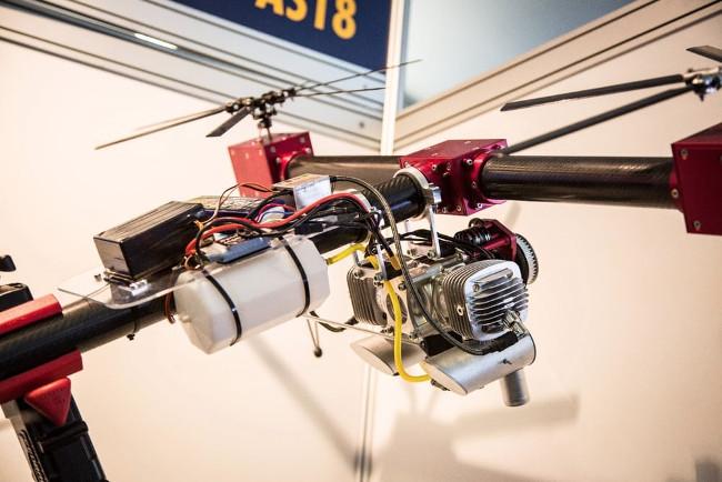 Квадрокоптер на бензиновом двигателе сменная батарея phantom 4 pro по дешевке
