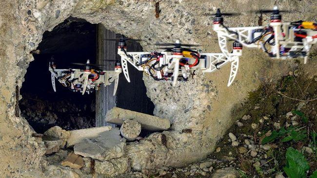 Складывающийся в полете спасательный дрон пролетает через узкие отверстия (+видео)