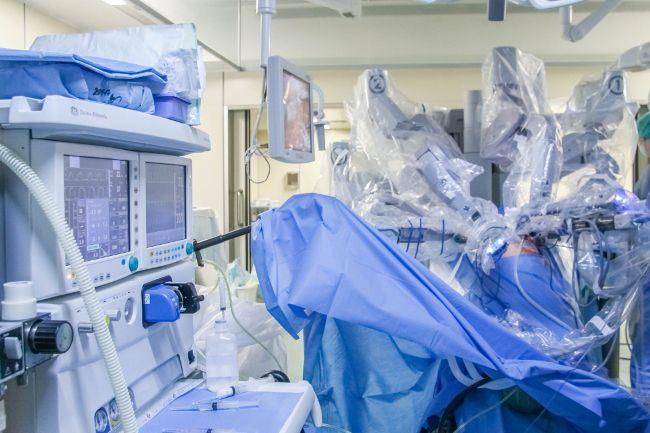 В Центре Алмазова молодой девушке проведена уникальная операция по удалению почки с крупной опухолью
