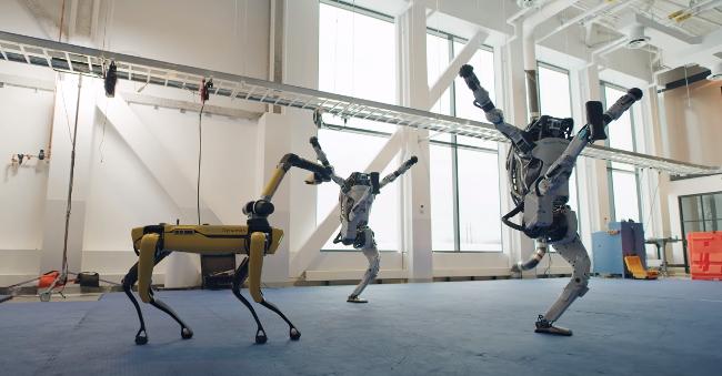 Новогодний ролик от Boston Dynamics - танцуют роботы!