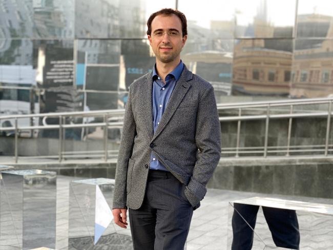 Лоран Акопян (iPavlov): Способность программного кода преобразовать не только бытовые условия жизни и труда, но и сам способ творить и созидать - главное орудие Искусственного Интеллекта