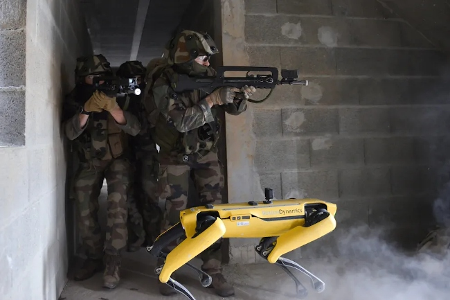 Французская армия тестирует робота Spot от Boston Dynamics в боевых сценариях